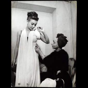 Madame Grès making a dress, 1945.