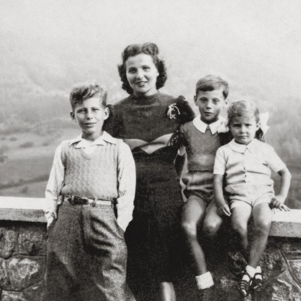 From left to right: Sergio Armani, Maria Raimondi (their mother), Giorgio Armani and Rosana Armani.