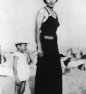 Giorgio Armani and his mother in 1939.