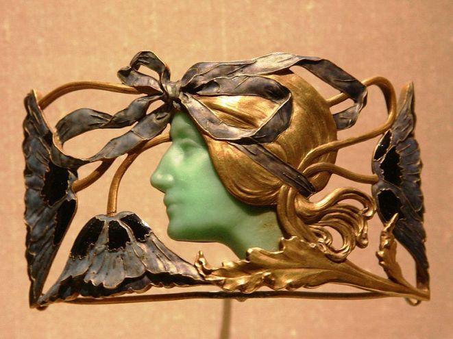Brooch by René Lalique.