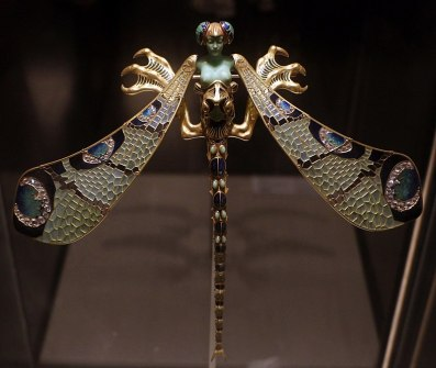 Dragonfly brooch by René Lalique, ca. 1897-98.